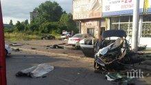 Ужасна катастрофа в София! БМВ се заби с над 150 км/час в стълб, млад мъж загина, друг бере душа (снимка)