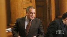 Слави Бинев възхитен от Ципрас: Борисов като него да удари по масата в Брюксел!