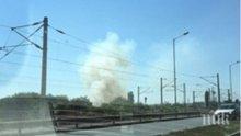 Гъсти облаци дим и пожар около Крайезерния път във Варна