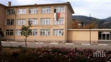 Училище на Евлоги Георгиев тъне в разруха