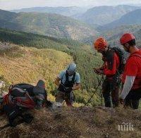 Девет души и шест кучета издирват изгубилия се мъж край връх Белмекен!