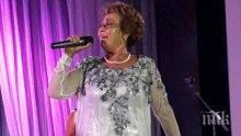 """Тъга се носи над Бургас: """"Тоника Домини"""" пяха за Гого, Ева плака неутешимо, Диомов не дойде (снимки и видео)"""
