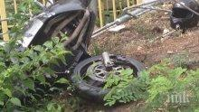 Нелепо! Млад мъж без колан се заби в крайпътно дърво, загина на място край село Петко Славейков