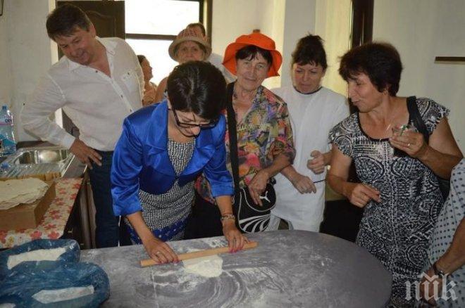 Десислава Атанасова точи кори за баница в Чипровци