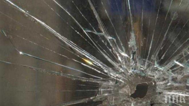 Малки калпазани изпотрошиха прозорци в Димитровградско