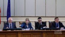 Сеч в парламента! Главчев изгони и депутат от БСП! Червените блъскат по банките и скандират: Оставка!