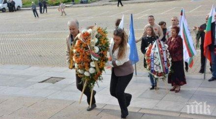 Кандидатът за кмет на София от НФСБ почете Деня на независимостта (снимка)