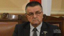 Зам.-председател на парламента черпи за внучка