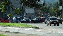 Катастрофа на светофар в Перник. Кола мина на червено и се заби в друга