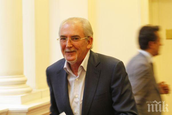 ДПС: Каракачанов да се научи как се пише милтикултурализъм, тогава Местан ще участва в дебат по история с него
