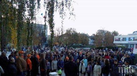 """""""Народен съюз"""" събра стотици на шествие и концерт в Мездра"""