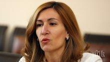 Кой ви намърда в туризма, министър Ангелкова?