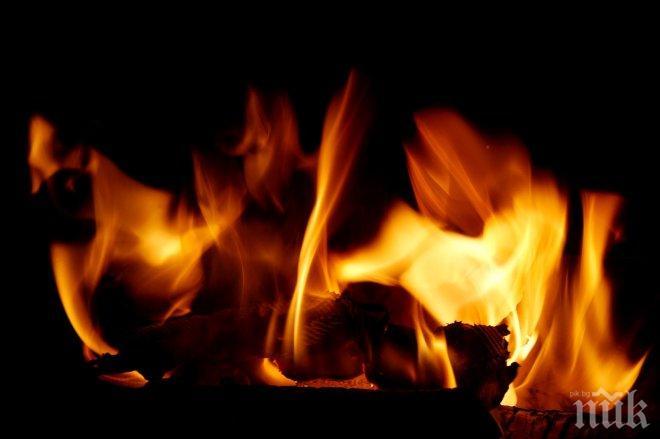 Пожар в гараж унищожи дърва за огрев