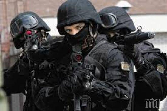 Специалните части на Франция са започнали щурм на концертната зала, чуват се взривове и стрелба