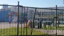 Потрес! Роми влетяха в училищен двор с каруца