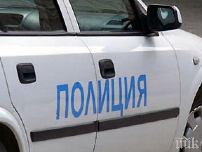 Кола се вряза в автобус на спирка във Варна