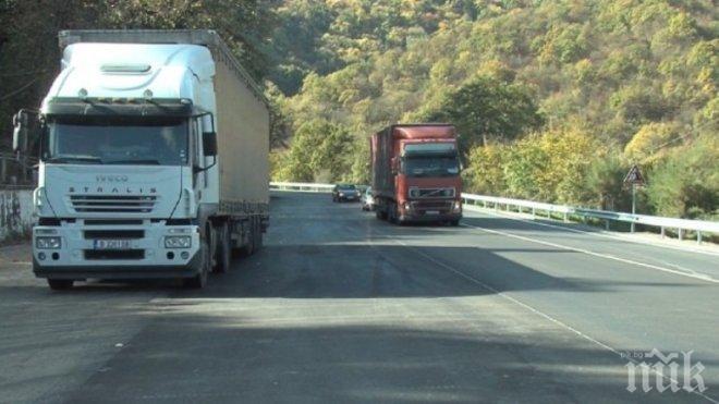 Жестока катастрофа в Прохода на Републиката! Два камиона се удариха челно