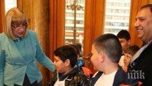 Цачева посрещна първите посетители в Деня на отворени врати на парламента