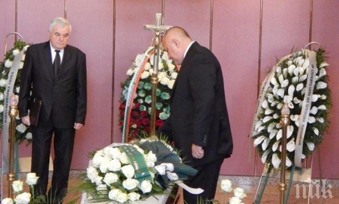 Борисов, Горанов и депутати се поклониха пред тленните останки на Ваньо Танов (снимки)