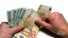 Откриха пачки с недекларирана валута в ръчната чанта на чужденец