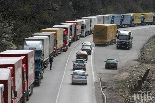 """Спряха движението на камионите през ГКПП """"Калотина"""" заради технически проблем"""