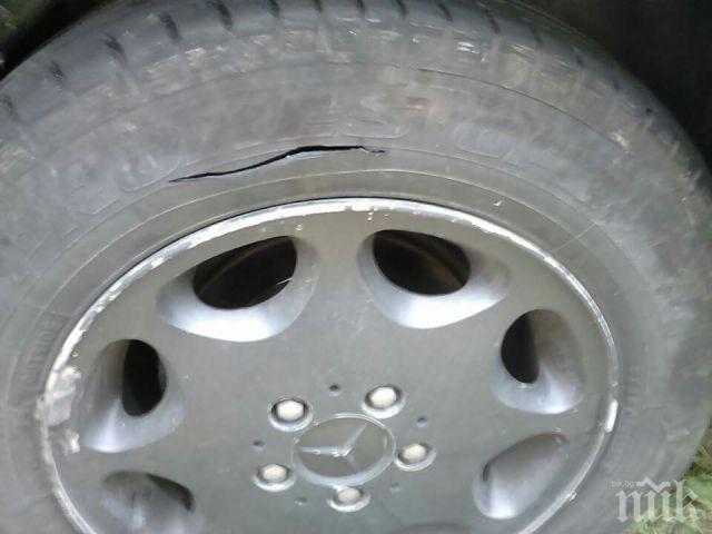 Нарязаха гумите на кола от Главиница
