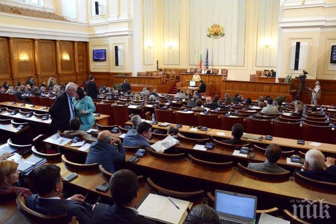 ПИК TV: В Народното събрание отбелязаха 100 г. от рождението на д-р Петър Дертлиев