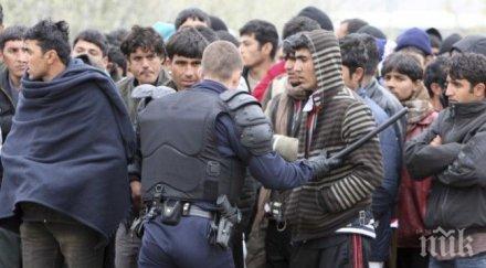 Брюксел: Мигрантите незабавно да се преместят от Идомени в гръцките лагери
