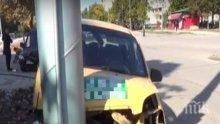 Такси се заби в стълб във Враца