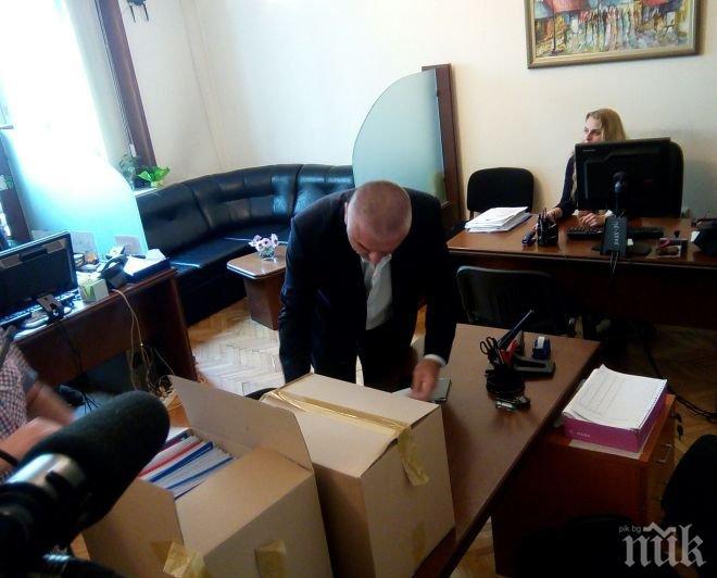 Марешки внесе референдума си в НС и обяви, че се кандидатира за президент (видео/снимки)