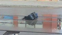 СИГНАЛ ДО ПИК! Дупки, щайги и коли на централен булевард в София (ВИДЕО)