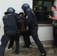 Паника в Германия! Загорели мигранти пак нападат жени, искат секс