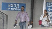 ФОТО БОМБА В ПИК! Антон Хекимян на калъп с чужда жена - водещият на среща с брюнетка без годеницата му Василена (ПАПАРАШКИ СНИМКИ)