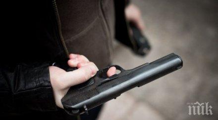 шофьор автобус размаха пистолет насочи колега