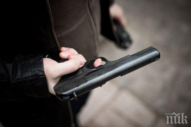 ПЪТЕН ХУЛИГАН: Шофьор насочи пистолет към колега на магистрала Тракия, разследват го прокурори