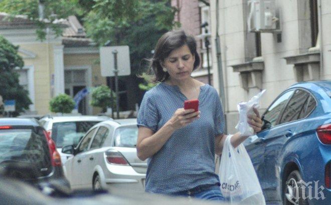 ФОТО БОМБА В ПИК! Юлияна изостави Плевнелиев и заживя сама (ПАПАРАШКИ СНИМКИ)