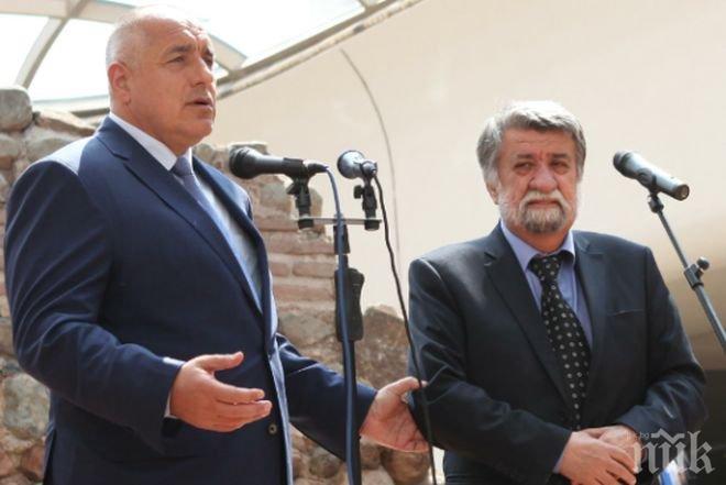 Борисов разгледа обновения театър в Пловдив