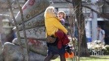 Лора Крумова не пуска сина си на градина, гледа го прабаба му