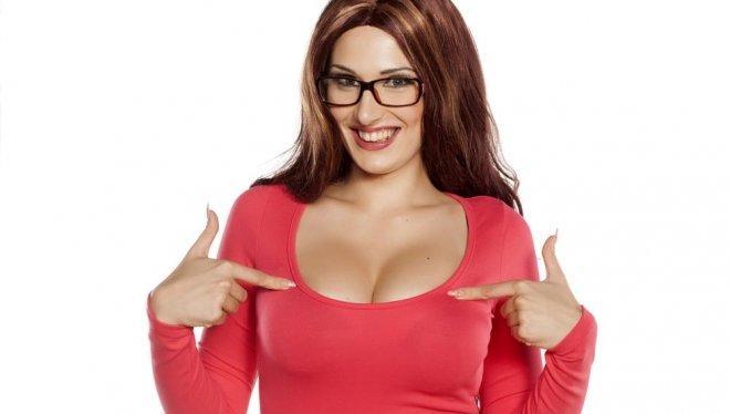 Учените са категорични: Колкото по-големи са гърдите, толкова по-умна е жената