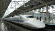 В Япония дерайлира високоскоростен влак