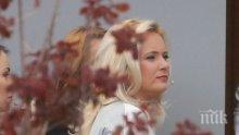 """САМО В ПИК И """"РЕТРО""""! Лора Крумова бременна? Водещата крие коремче под широки дрехи (ПАПАРАШКА СНИМКА)"""