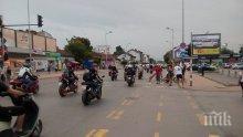 """ПЪРВО В ПИК TV: """"Ломско шосе"""" - лобното място на поредния моторист, почерня от рокери! Палят свещи за Бог да прости, небето се изля по време на шествието"""
