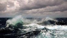 СТРАШНА ОПАСНОСТ ПО МОРЕТО! Мощно мъртво вълнение тегли навътре в бурните води