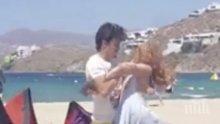УНИКУМ! Бой между Линдзи Лоън и гаджето й на гръцки плаж (ВИДЕО)