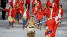 Олимпийският знаменосец на Тонга се превърна в интернет сензация
