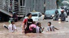 Вулканът Синабунг наложи евакуация на 10 000 индонезийци на остров Суматра