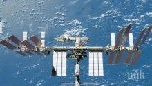 След 7 часа в открития Космос астронавтите се прибраха в МКС