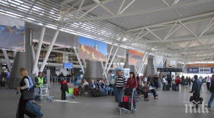 Блокирани пътници висят над 6 часа на летище София