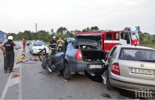 ТРАГЕДИЯ! Вижте какво е останало от колата на украинското семейство, което загина край Разград (СНИМКИ)