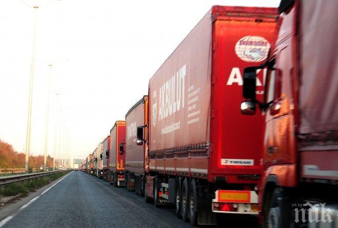 КРИЗА: Рекорден недостиг на шофьори на камиони в САЩ